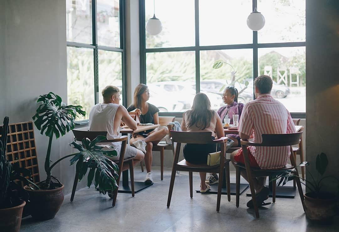 7 Tips Mendesain Interior Coffee Shop Di Dalam Lingkungan Apartemen